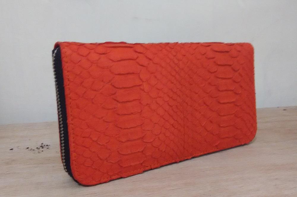 Dompet kulit python dengan 1 zipper dan tempat kartu di dalam
